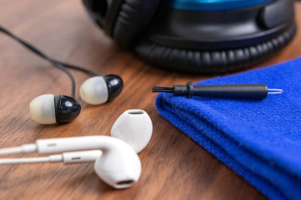 vệ sinh tai nghe đúng cách